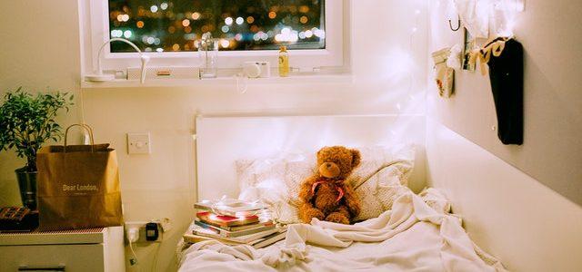 decluttering a bedroom